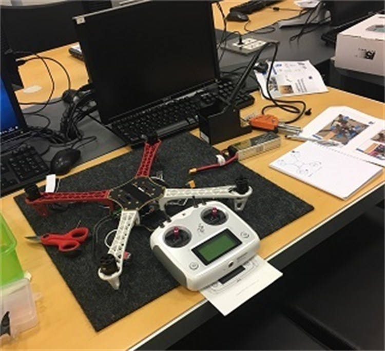 Taller de montaje y mantenimiento de drones